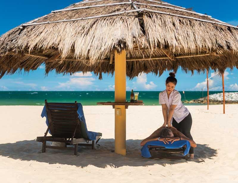 massage trên bãi biển